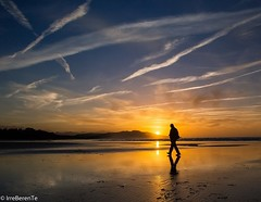 Walk of Life (IrreBerenT) Tags: sunset sea sky sun beach contraluz walk cantabria sanvicentedelabarquera mern walkoflife sounrise irreberente