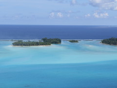 "Motu à Bora Bora <a style=""margin-left:10px; font-size:0.8em;"" href=""http://www.flickr.com/photos/83080376@N03/16942119279/"" target=""_blank"">@flickr</a>"
