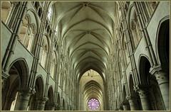 Cathédrale de Laon, Aisne, Picardie, France (claude lina) Tags: france architecture nef cathédrale vitrail picardie laon aisne cathédraledelaon