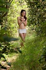 IMG_3117 (m.acqualeni) Tags: en sexy femme arbres manuel hood blanche manu fille foret arbre bandage blanc fort avec nue ours peluche hoods habill acqualeni