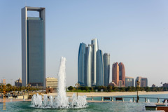 Abu Dhabi (Edi Bhler) Tags: sea building nature fountain meer dubai springbrunnen natur structure highrise waters bauwerk ferien gebude hochhaus gewsser nikond810 brunnenanlage 24120mmf4