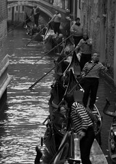 Traffic (pjarc) Tags: camera venice italy water digital lens photo nikon europa europe italia foto traffic gente sigma row peoples 2008 acqua venezia 28300mm fila gondole d40