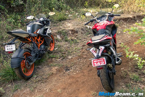Pulsar-RS-200-vs-KTM-RC-200-07