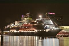 MS Koningsdam in Amsterdam (Piet Bink (aka)) Tags: amsterdam licht nikon nacht availablelight afterdark donker nachtfotografie nightpics nachtfoto nachtopname beschikbaar hollandamericalijn 1685mm d7000 mskoningsdam