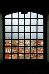 Vista sobre o Porto... (vmribeiro.net) Tags: porto portugal prt geo:lat=4114446286 geo:lon=861585617 geotagged oporto centro portugues fotografia cadeia relação janela window prison sony a350
