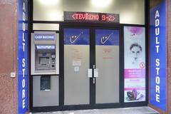 Avec ce distributeur..... (patrick2211(ex Drozd1)) Tags: banques républiquetchèque humour