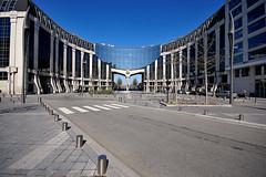Potentiel (\Nicolas/) Tags: en building glass saint ville quentin immeuble yvelines futurisme