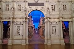 VICENZA - Teatro Olimpico (cannuccia) Tags: vicenza teatri arte sculture statue veneto archi 1001nightsmagiccity 1001nights 100commentgroup interni