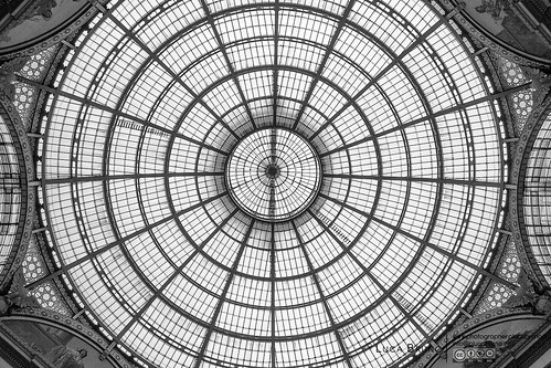 "Milano, Galleria • <a style=""font-size:0.8em;"" href=""http://www.flickr.com/photos/49106436@N00/17236826736/"" target=""_blank"">View on Flickr</a>"