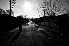 : 499 : (la_imagen) Tags: light shadow people bw turkey licht blackwhite trkiye trace menschen trkei sw schwarzweiss schatten insan turqua glge orlu trakya beyazsiyah iik trakien