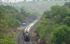Madgaon Janshatabdi Janshatabdi skipping Bhoke station. (Omkar Sawant) Tags: rock golden indian railway maharashtra railways konkan ratnagiri madgaon goc bhoke janshatabdi wdp4b