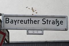 529 Bayreuther Strae (Alte Wilde Korkmnnchen) Tags: schneberg friedenaueraltewildekorkmnnchenberlincorklittlemanpeoplestreetart