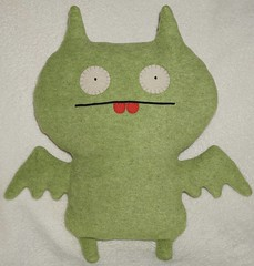 Uglydoll Handmade David Horvath and Sun Min - Dream Bat (jcwage) Tags: green giantrobot handmade bat ox plush cinco uglydoll uglydolls icebat babo redteeth wage horvath wedgehead davidhorvath sunminkim oneofkind protoype uglycon jeeero