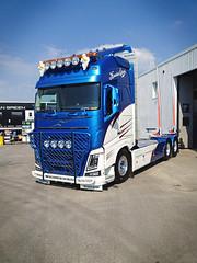 IMG_2177 (truxab) Tags: blue white highway presentation blå vit trux topbar lacquered a162 g164 lackerad volvofh4globxl truxab