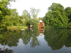 River Thanes near Abingdon: boat houses etc. (John Steedman) Tags: uk greatbritain england thames river unitedkingdom berkshire oxfordshire berks oxon grossbritannien     grandebretagne