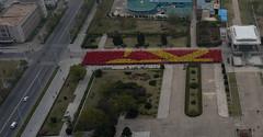 Rptitions de mosaque humaine - Tour du Juche - Pyongyang (jonathanung@ymail.com) Tags: tower lumix asia korea asie kp nord northkorea pyongyang core dprk cm1 koryo juche juchetower coredunord insidenorthkorea rpubliquepopulairedmocratiquedecore rpdc tourdujuche lumixcm1