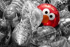 Jugando Escondidas (Momoztla) Tags: mexico momoztla cut out splash desaturado selectivo globos helio rojo