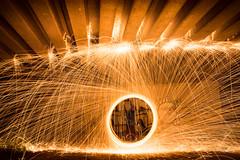 Pluie d'tincelles (romu_32) Tags: bolas projection feu anneau jonglage etincelles