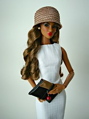 Hat and bag (Deejay Bafaroy) Tags: red portrait white black rot hat fashion bag toys doll dress barbie porträt lips hut clutch dominique makeda fr weiss handbag royalty puppe integrity tasche lippen kleid handtasche tantalizing nuface