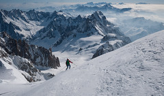 starting the descent (pic by Alberto) (gabrieli_a) Tags: mountains montagne chamonix scialpinismo montblanc montebianco skitour earnyourturns skimo