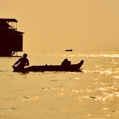 pescando en camboya (patricio.russo) Tags: lake lago atardecer fishing pescador camboya sudesteasiatico