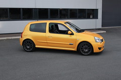 LY 182 27-06-16 017 (AcidicDavey) Tags: yellow clio renault liquid 182 renaultsport