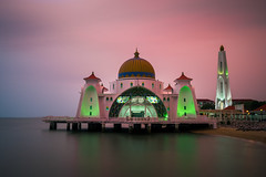 Masjid Selat at sunset (CreArtPhoto.ro) Tags: longexposure sunset building water architecture magenta shore malaysia apa melaka malacca nori plaja apus moslem mosche muslman amurg templu malaezia masjidselat expunerelunga