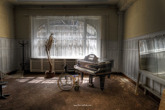 Listen to the music (Fine Art Foto) Tags: haus der anatomie house anatomy physio schule school urbex urbanexploration urbandecay urban lostplace lostplaces lost abandoned aufgegeben oblivion rotten decaying decay derelict piano grandpiano