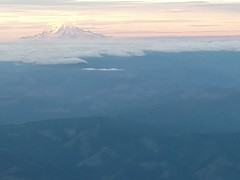 Mt Rainier in a sunset (eakspeasy) Tags: qxe qx q400 airborn mountrainier pacificnorthwest pnw pugetsound washington cloudlayers clouds sunset volcano tahoma rainier aviation aerial mtrainier