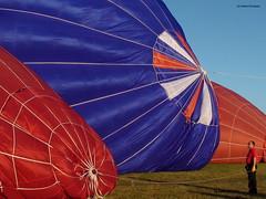 Hot air balloons (Ineke Klaassen) Tags: balloons big klein outdoor object aircraft ballon small balloon objects vehicle hotairballoon ballonvaart hotairballoons luchtballon groot airballoon luftballon voorwerpen voorwerp heteluchtballon luchtballonnen