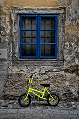 [ Piano di fuga - Escaping plan ] DSC_0856.2.jinkoll (jinkoll) Tags: new old city blue shadow game window glass colors childhood bike bicycle yellow wall town slovenia contrasts radovljica