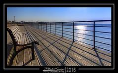 Saint George's deck (mg photographe) Tags: soleil terrasse bleu pont banc charente bois atlantique bidonne