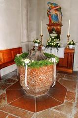 Pfarrkirche Adnet - Taufkessel aus Scheck-Marmor (Norbert H. Auer) Tags: austria sterreich marble autriche marbre kunstwerk scheck marmo marmor mrmol adnet verwendung adneterscheck scheckmarmor