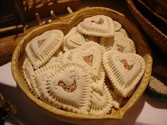 Dolci caratteristici della sardegna (toninomoreddu) Tags: sardegna sardinia sony pane cibo dsc cardena dolci esposizione nuoro alimenti sardeigne panecarasau