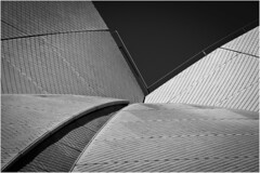 Details from the Opera House (:: Blende 22 ::) Tags: blackandwhite bw white black ceramic details sydney australia bluesky tiles newsouthwales australien operahouse ef70200mmf4lisusm canoneos5dmarkii