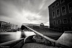 Caltrava Bridge (Be ppe) Tags: city bridge venice italy white black water clouds europe exposure arte ponte venezia architettura moderna artista calatra beautifudestinatons