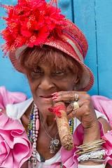 signore si nasce (mat56.) Tags: red portrait woman face look lady portraits donna hands cuba mani cigar sguardo madam antonio bonnet rosso ritratti ritratto viso cappello cigarillo lahabana caraibi sigaro signora lavana cappellino mat56 romei