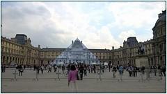 La Pyramide du Louvre a disparu (Savage French Grey-Blues) Tags: paris pyramidedulouvre