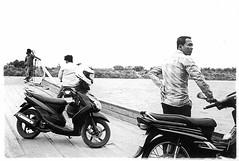 Ferry ride (pacco_racco) Tags: windows people ferry darkroom print blackwhite waiting cambodia phnompenh mekong leicam6 silkisland leicasummicron35mmf20asph kohdach