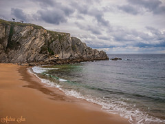 Covachos (Deea) Tags: sea sky beach clouds coast mar spain olympus e3 cantabria mogro arna covachos fola