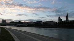 Rouen - Les nouveaux quais rive gauche (jeanlouisallix) Tags: rouen seine maritime haute normandie france rivière fleuve soleil couchant paysage panorama landscape cours deau eau promenade jardins parc park jeux sunset river lumière light