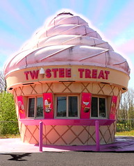 Twistee Treat (Wing Collar) Tags: fastfood icecream foodstand icecreamcone twisteetreat