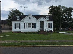 403 Dale Street Columbia Miss. (JRR2000) Tags: house cottage clapboard gable dormer palladian woodframe colonialrevival fanlight palladianwindow frontgable sidegable