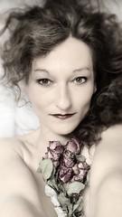 Elfie Selfie (mabumarion) Tags: roses portrait face women shaggy selfie elfie thatsthe meaningof elfenstaub2