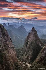 Portais de Hrcules (Waldyr Neto) Tags: mountains sunrise amanhecer montanhas parnaso dedodedeus serradosrgos cloudsstormssunsetssunrises portaisdehrcules coroadofrade