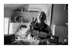 Bernard - Charleroi (Punkrocker*) Tags: leica portrait people film 35mm belgium belgique kodak trix nb summicron 400 asph charleroi m7 352 carolo charlyking bwfp