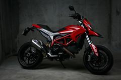 MC_004 (Marion COTTET) Tags: red bike canon rouge 50mm sigma moto ducati 821 hypermotard 5dmkiii 5dmk3