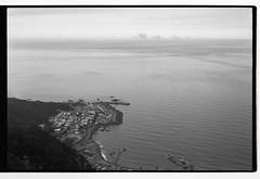 East of the border (JOVI FAN) Tags: taiwan  11min hc110 m6 noctilux 400 trix kodak sea bw blackwhite bnw monochrom analog filmisnotdead film 35mm