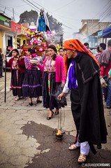 Procesin del Santo Nio de la Cruz (_Alexander7) Tags: santa sky woman man art colors fire photography hope la photo nikon afternoon photographer child cross guatemala feria visit colores step cruz paso fuego anda costumbres nio santo esperanza procesion xela quetzal colorido quetzaltenango tipico procesin incienso xelaju tpicos patronal chapn tipicas procesional visitguatemala