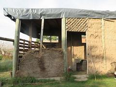 "Construction de l'école <a style=""margin-left:10px; font-size:0.8em;"" href=""http://www.flickr.com/photos/83080376@N03/18007946655/"" target=""_blank"">@flickr</a>"